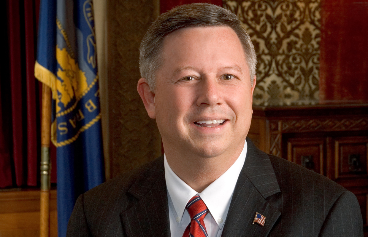 Heineman Pushes For Tax Cuts