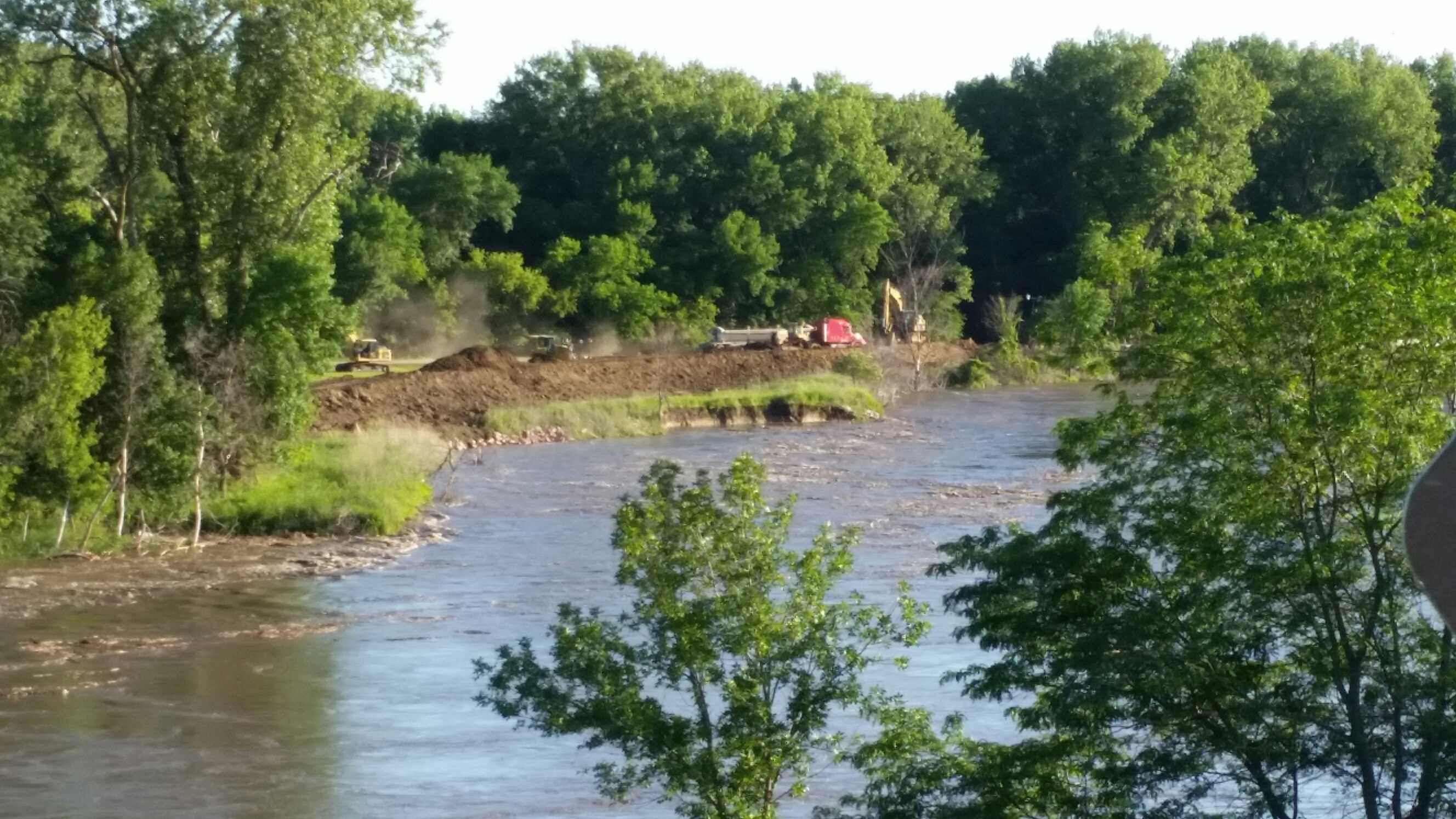 Big Sioux River Crest Lower Than Predicted;Flooding Avoided