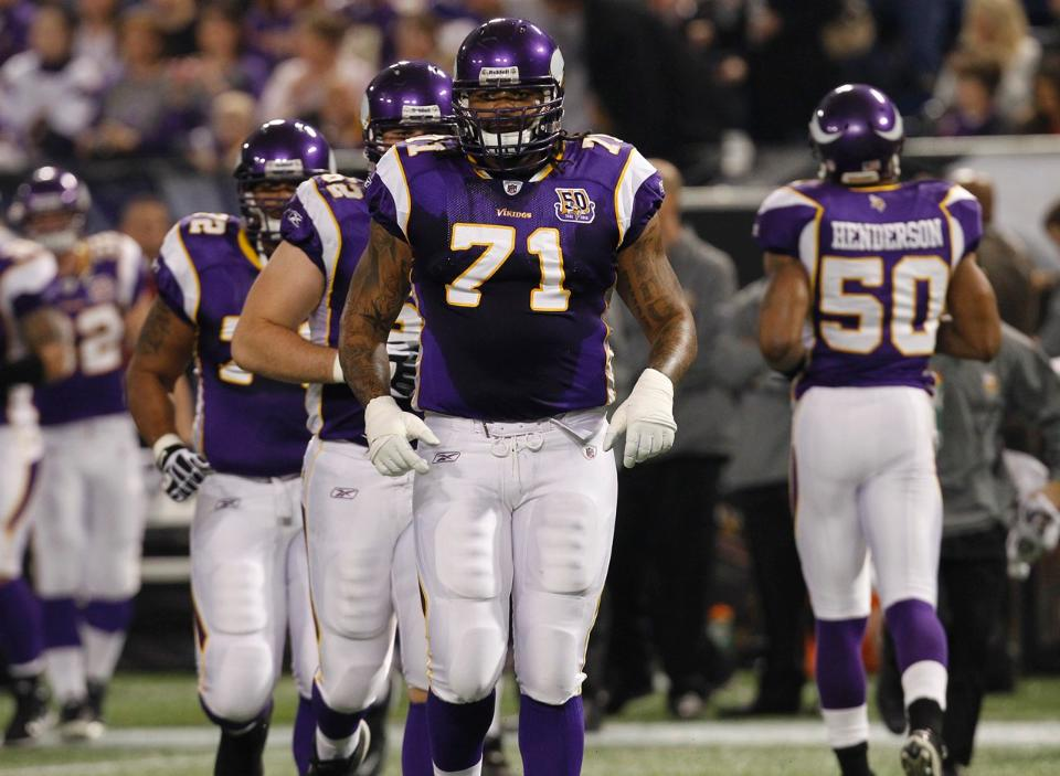 Phil Loadholt retires from NFL after 7 seasons with Vikings