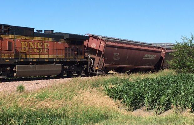 bnsf grain train derails east of yankton radio 570 wnax